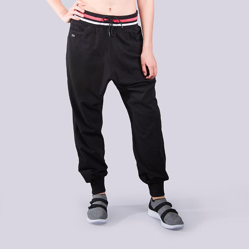 Брюки K1x wmns Collared SweatspantsБрюки и джинсы<br>97% хлопок,3 % эластан<br><br>Цвет: Черный<br>Размеры US: XS;S;M;L<br>Пол: Женский