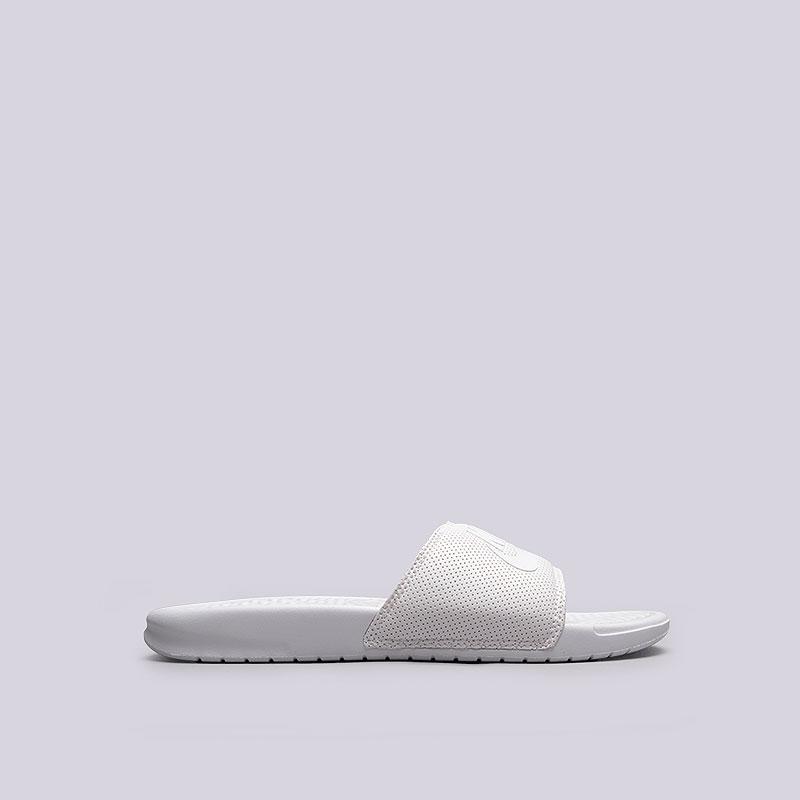 Сланцы Nike Benassi JDI FO QSСланцы, балетки<br>Резина, текстиль<br><br>Цвет: Белый<br>Размеры US: 6;7<br>Пол: Мужской