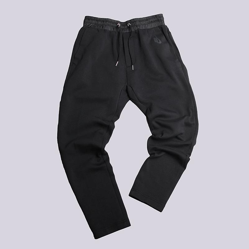 Брюки Nike Lab Essentials Tech Fleece PantsБрюки и джинсы<br>70% хлопок, 30% полиэстер<br><br>Цвет: Черный<br>Размеры US: S;M;XL<br>Пол: Мужской
