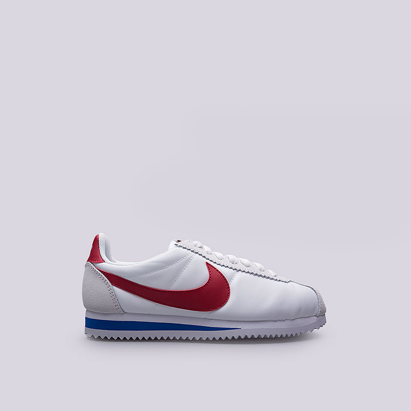 Кроссовки Nike Sportswear WMNS Classic Cortez Nylon PremКроссовки lifestyle<br>Текстиль, кожа, резина<br><br>Цвет: Белый<br>Размеры US: 8;8.5<br>Пол: Женский