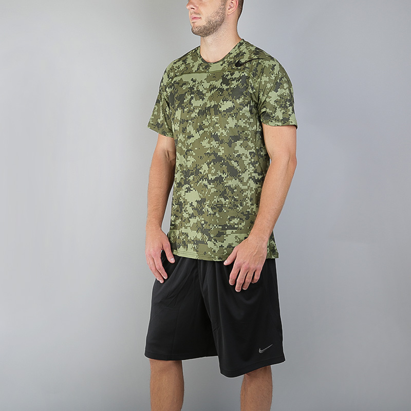 Футболка Nike Pro HypercoolФутболки<br>Полиэстер, эластан<br><br>Цвет: Зеленый<br>Размеры US: S;XL<br>Пол: Мужской