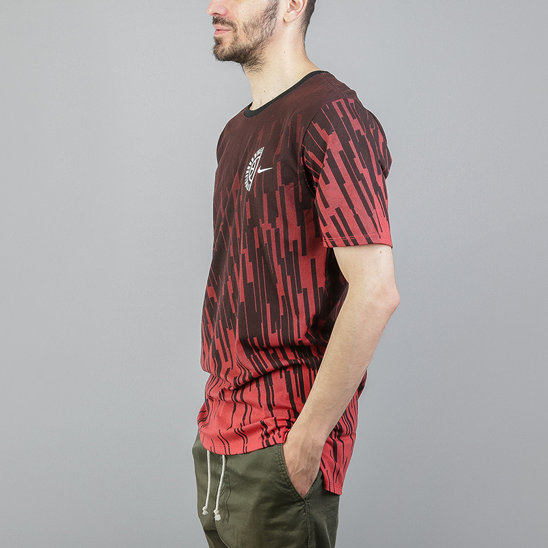 Футболка Nike Dry PrintedФутболки<br>Полиэстер, хлопок<br><br>Цвет: Красный<br>Размеры US: S;M;L;XL<br>Пол: Мужской