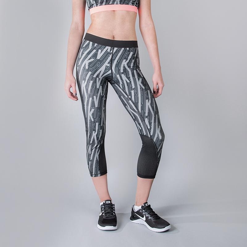 Леггинсы Nike Np Hprcl Cprl SkewБрюки и джинсы<br>80% полиэстер, 20% эластан<br><br>Цвет: Серый<br>Размеры US: XS;S;M;L<br>Пол: Женский
