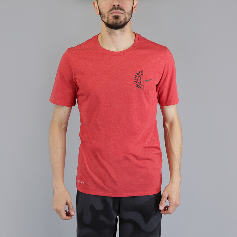 Футболка Nike Basketball DryФутболки<br>75% полиэстер, 13% хлопок, 12% вискоза<br><br>Цвет: Красный<br>Размеры US: M;2XL<br>Пол: Мужской