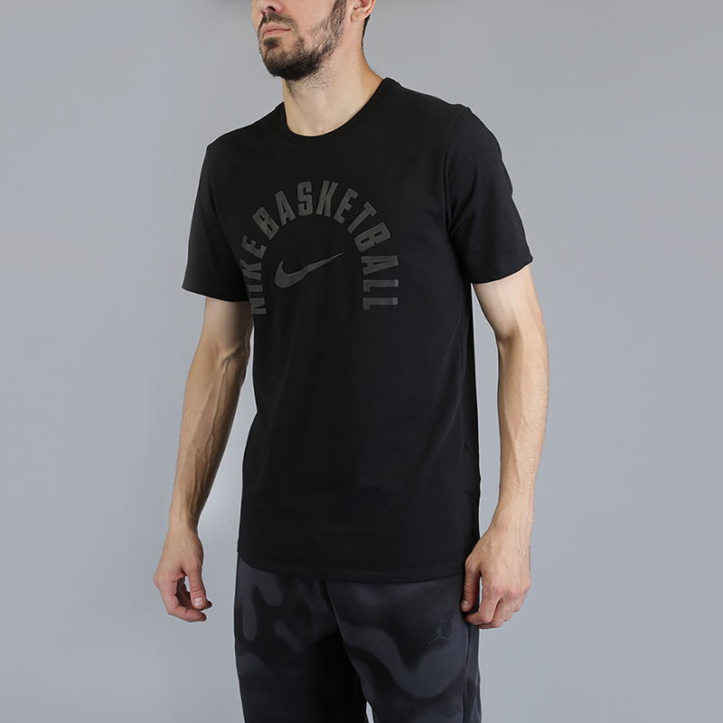 Футболка Nike Dry Core Practice Basketball T-ShirtФутболки<br>60% хлопок, 40% полиэстер<br><br>Цвет: Черный<br>Размеры US: S;M;L;XL;2XL<br>Пол: Мужской