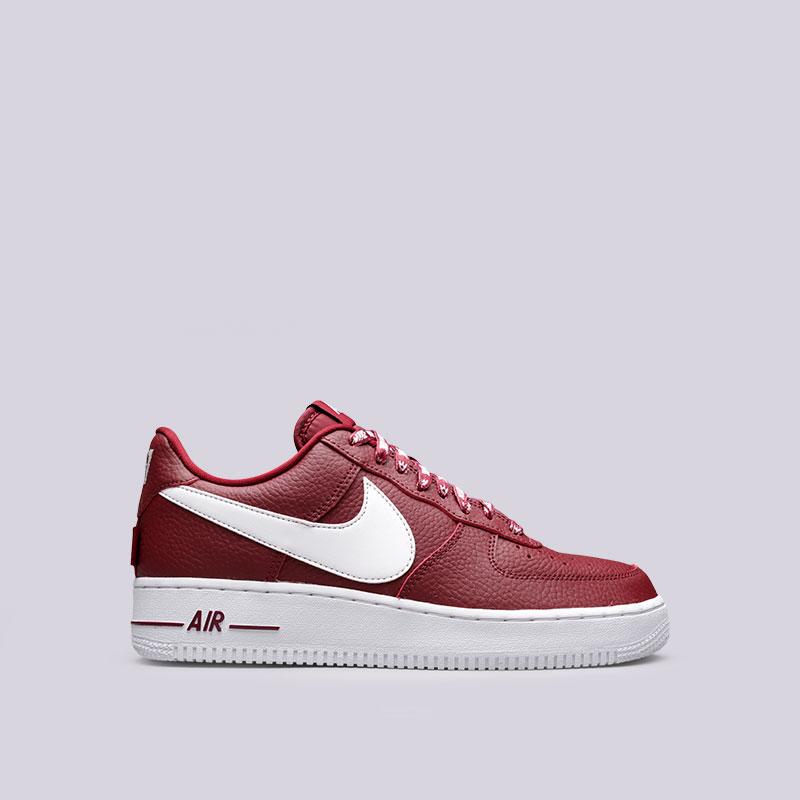 Кроссовки Nike Air Force 1 07 LV8Кроссовки lifestyle<br>Кожа, текстиль, резина<br><br>Цвет: Бордовый<br>Размеры US: 8<br>Пол: Мужской