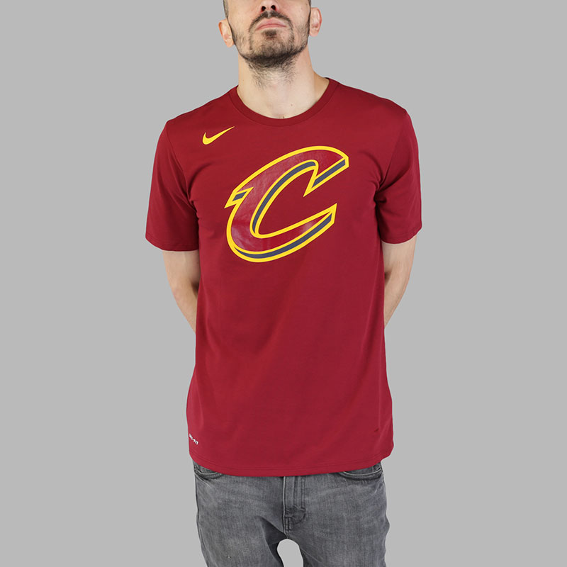 Футболка Nike NBA Cleveland Cavaliers Dry LogoФутболки<br>Хлопок, полиэстер<br><br>Цвет: Бордовый<br>Размеры US: 2XL;XL;L;M;S<br>Пол: Мужской