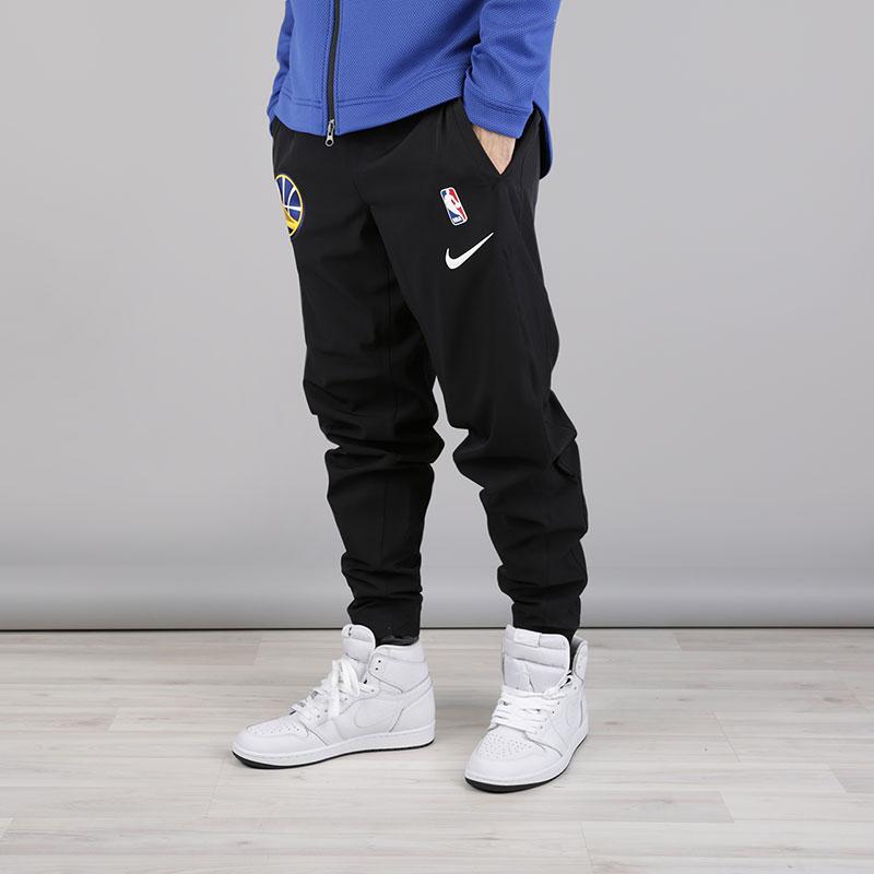 Брюки Nike NBA Golden State Warriors Showtime PantБрюки и джинсы<br>Полиэстер, эластан<br><br>Цвет: Черный<br>Размеры US: S;M;L;XL;2XL<br>Пол: Мужской