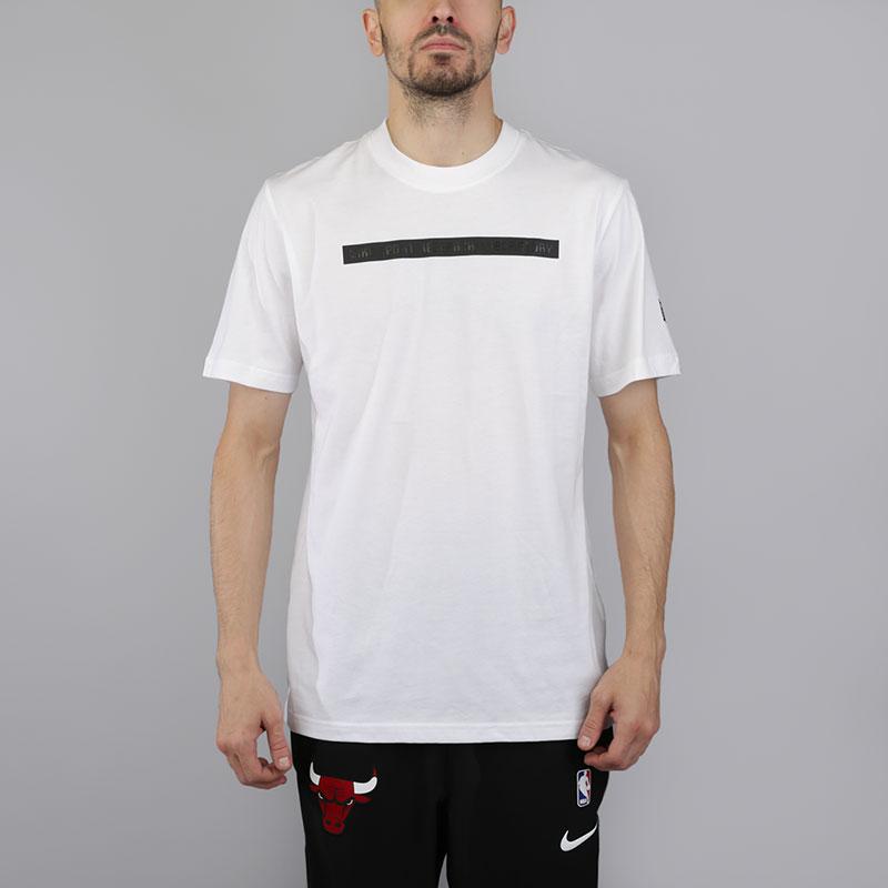 Футболка Nike NikeLab Essential NSRLФутболки<br>Хлопок<br><br>Цвет: Белый<br>Размеры US: S;M;L;XL;2XL<br>Пол: Мужской
