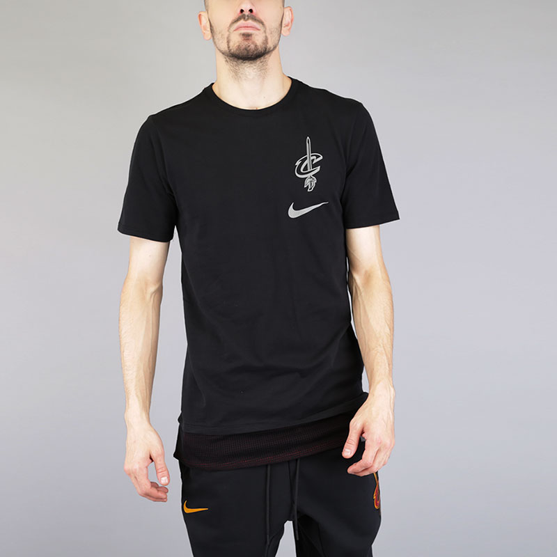 Футболка Nike NBA Cleveland Cavaliers Energy Mesh TeeФутболки<br>Хлопок, полиэстер<br><br>Цвет: Черный<br>Размеры US: S;M;L;XL;2XL<br>Пол: Мужской