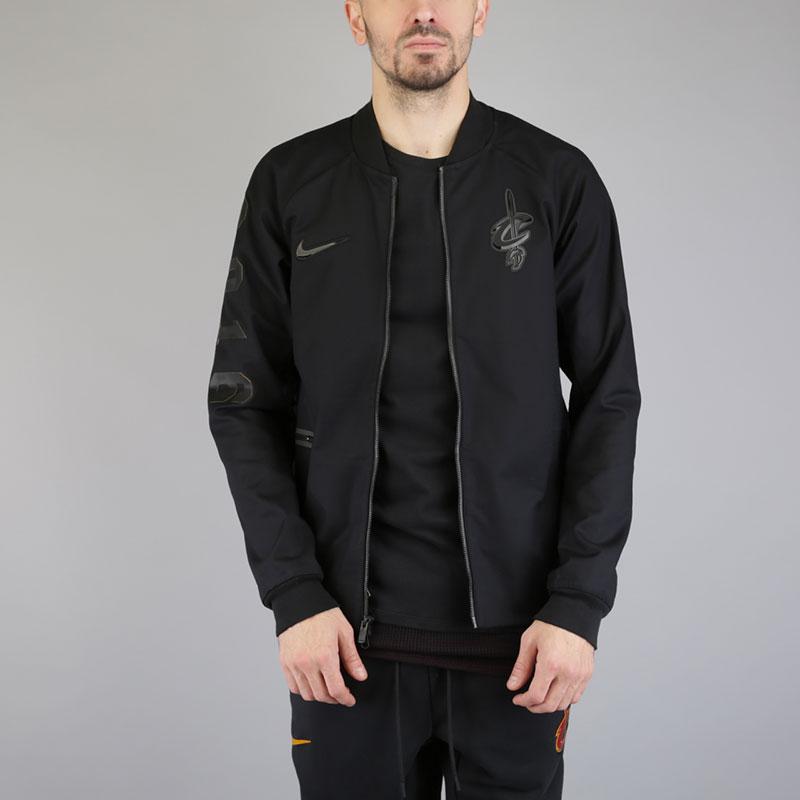 Куртка Nike Cleveland Cavaliers Modern NBA Varsity JacketКуртки, пуховики<br>Хлопок, эластан, полиэстер<br><br>Цвет: Черный<br>Размеры US: S;M;L;XL;2XL<br>Пол: Мужской