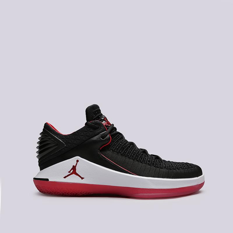 Кроссовки Jordan XXXII LowКроссовки баскетбольные<br>Синтетика, текстиль, резина, пластик<br><br>Цвет: Черный, белый, красный<br>Размеры US: 9<br>Пол: Мужской