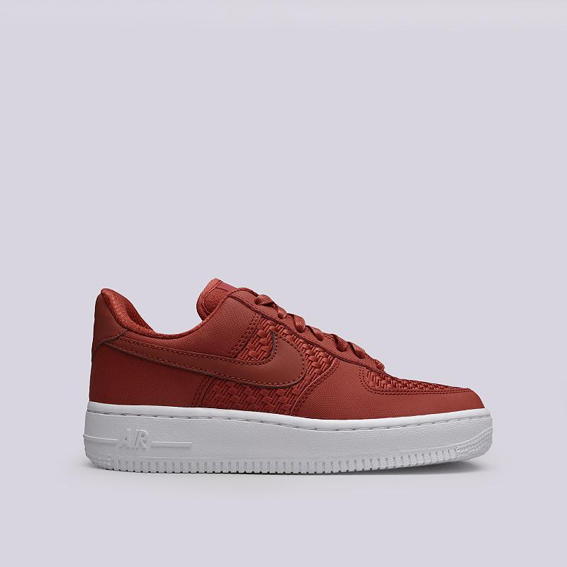 Кроссовки Nike WMNS Air Force 1 `07 PinnacleКроссовки lifestyle<br>Кожа, текстиль, резина<br><br>Цвет: Красный<br>Размеры US: 6;6.5;7;7.5;8;8.5;9<br>Пол: Женский