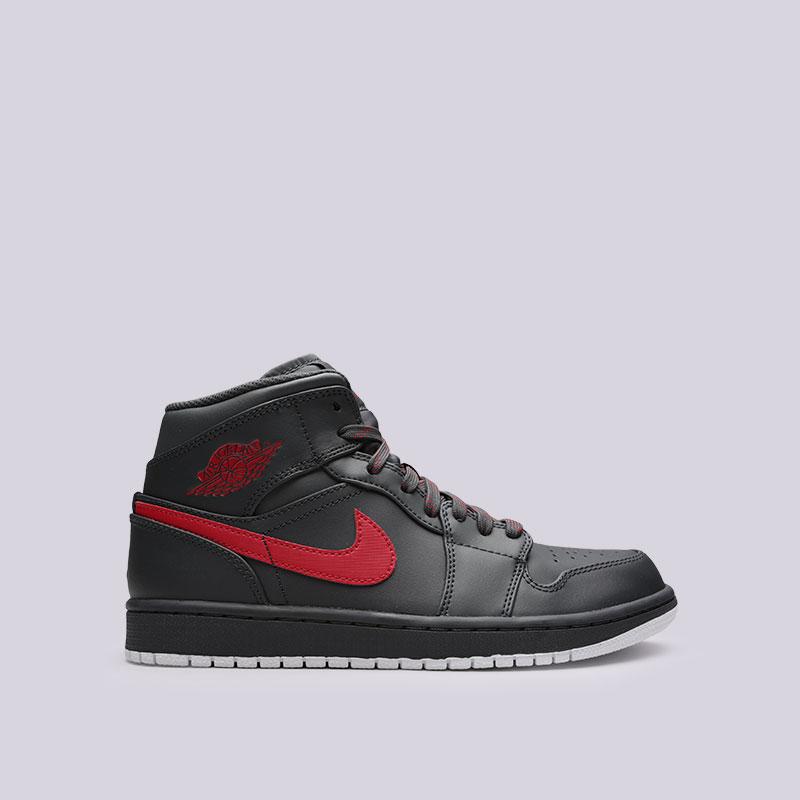 Кроссовки Jordan 1 MidКроссовки lifestyle<br>Кожа, синтетика, текстиль, резина<br><br>Цвет: Черный<br>Размеры US: 8;8.5<br>Пол: Мужской