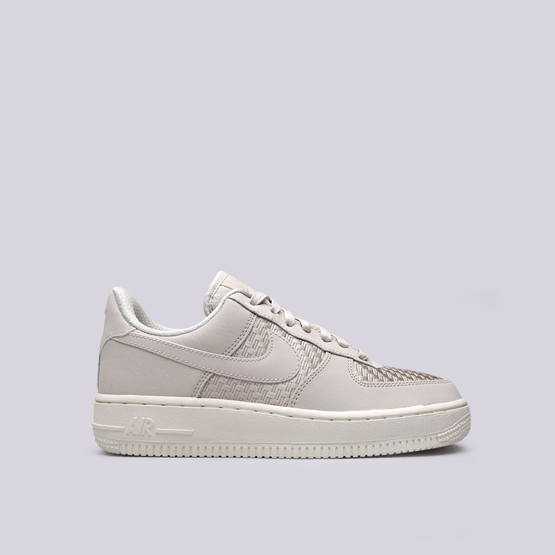 Кроссовки Nike WMNS Air Force 1 07 PinnacleКроссовки lifestyle<br>Кожа, текстиль, синтетика, резина<br><br>Цвет: Бежевый<br>Размеры US: 6;6.5;7;7.5;8;8.5;9<br>Пол: Женский