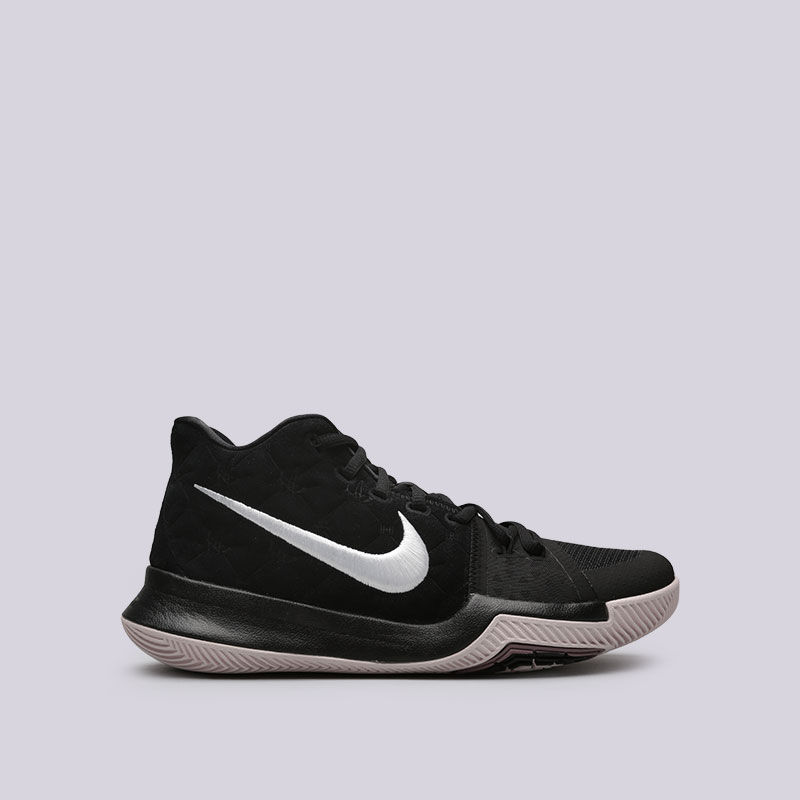 Кроссовки Nike Kyrie 3Кроссовки баскетбольные<br>Кожа, текстиль, пластик, резина<br><br>Цвет: Черный<br>Размеры US: 7.5;8;8.5;9;9.5;10;10.5;11;11.5;12;12.5;13;14<br>Пол: Мужской