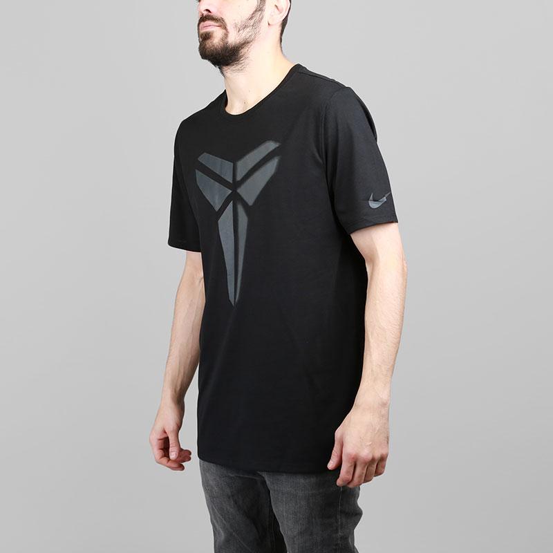 Футболка Nike Dry KobeФутболки<br>Полиэстер, хлопок, вискоза<br><br>Цвет: Черный<br>Размеры US: S;M;L;XL;2XL<br>Пол: Мужской