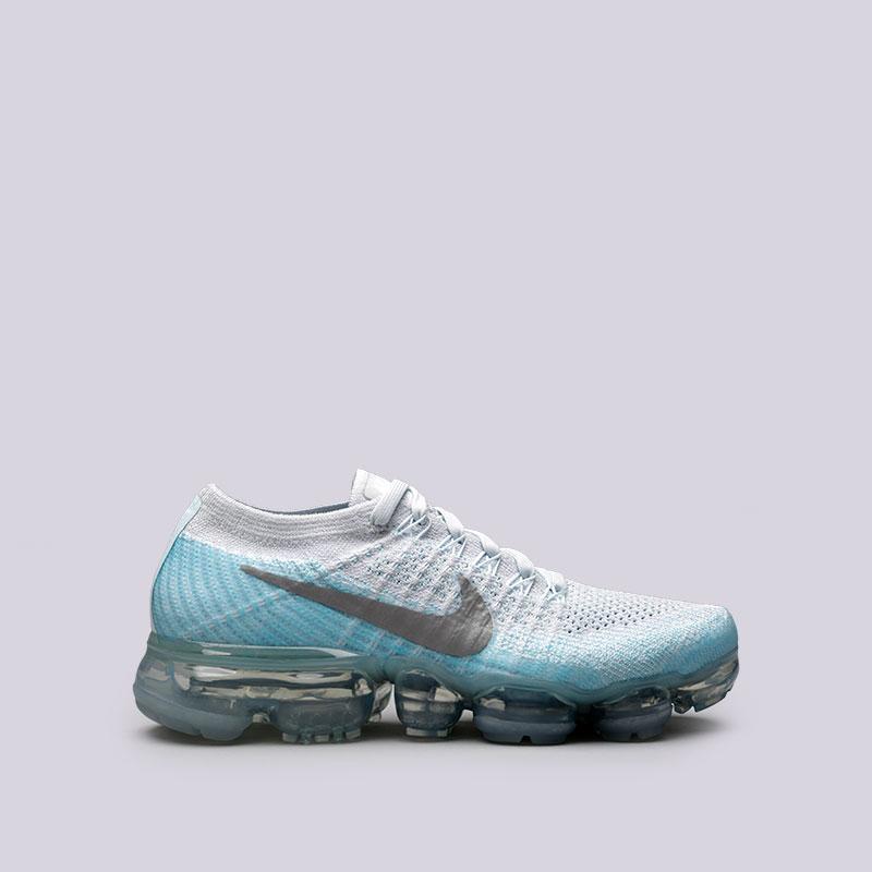 Кроссовки Nike WMNS Air Vapormax FlyknitКроссовки lifestyle<br>Пластик, текстиль, резина<br><br>Цвет: Серый<br>Размеры US: 5.5;6;6.5;7;7.5;8;8.5<br>Пол: Женский