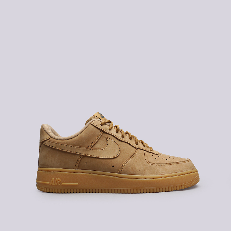 Кроссовки Nike Air Force 1 `07 WBКроссовки lifestyle<br>Кожа, текстиль, резина<br><br>Цвет: Бежевый<br>Размеры US: 8;8.5;9;9.5;10;10.5;11;11.5;12;12.5;13<br>Пол: Мужской