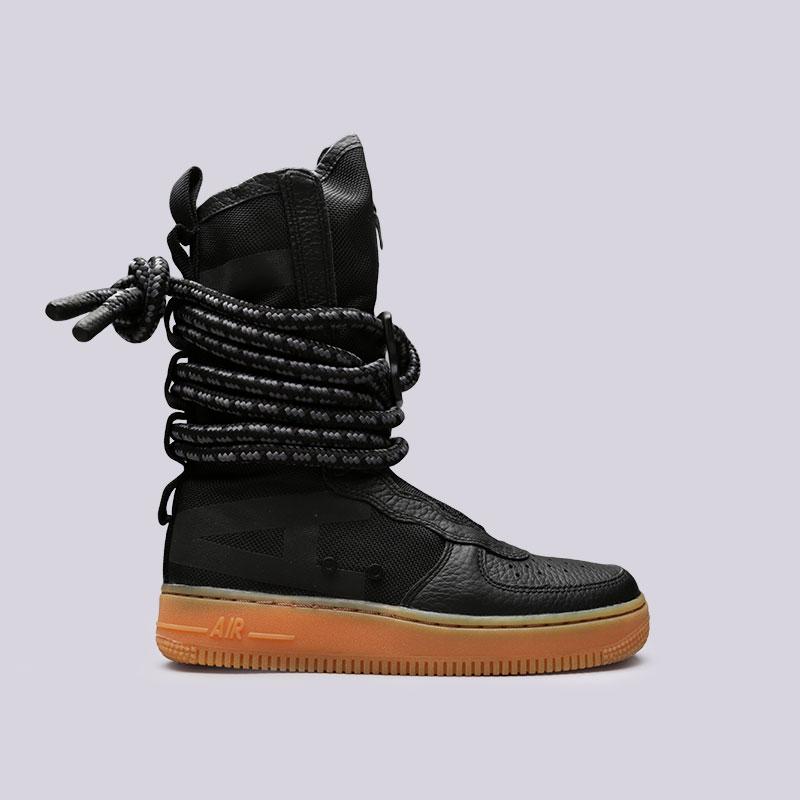Кроссовки Nike WMNS SF Air Force 1 HiКроссовки lifestyle<br>Текстиль, кожа, резина<br><br>Цвет: Черный<br>Размеры US: 6;6.5<br>Пол: Женский