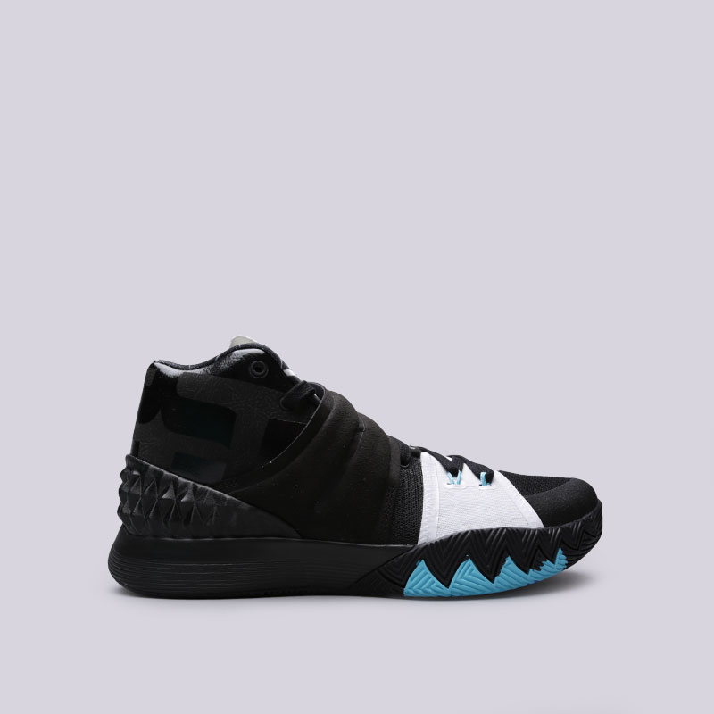 Кроссовки Nike Kyrie S1hybridКроссовки баскетбольные<br>Синтетика, текстиль, резина<br><br>Цвет: Черный<br>Размеры US: 11.5<br>Пол: Мужской