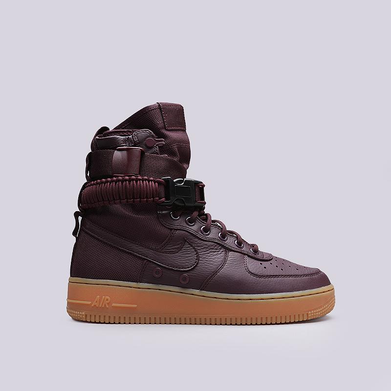 Кроссовки Nike SF Air Force 1Кроссовки lifestyle<br>Кожа, текстиль, резина<br><br>Цвет: Бордовый<br>Размеры US: 8;8.5;10;11.5<br>Пол: Мужской