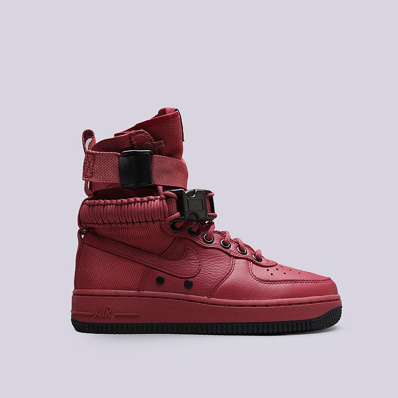 Кроссовки Nike WMNS SF Air Force 1Кроссовки lifestyle<br>Кожа, текстиль, резина<br><br>Цвет: Красный<br>Размеры US: 6;7<br>Пол: Женский