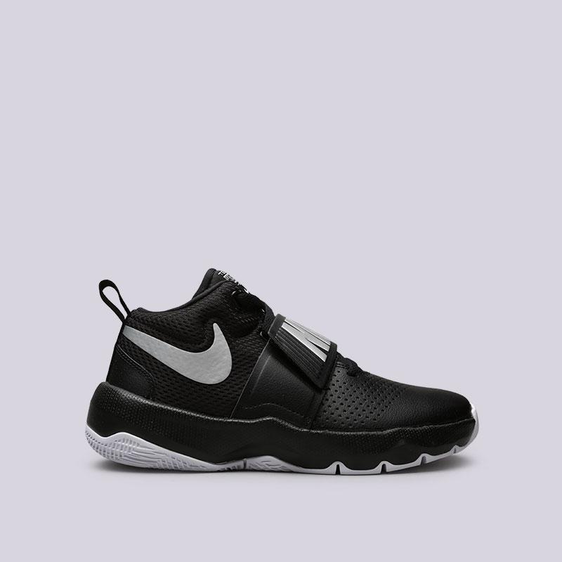 Кроссовки Nike Team Hustle D 8 (GS)Кроссовки баскетбольные<br>Кожа, синтетика, текстиль, резина<br><br>Цвет: Черный<br>Размеры US: 4Y;4.5Y;5Y;5.5Y;6Y;6.5Y;7Y<br>Пол: Женский