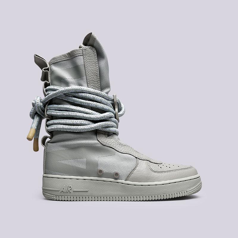 Кроссовки Nike SF Air Force 1 HiКроссовки lifestyle<br>Текстиль, кожа, резина<br><br>Цвет: Зелёный<br>Размеры US: 7.5<br>Пол: Мужской