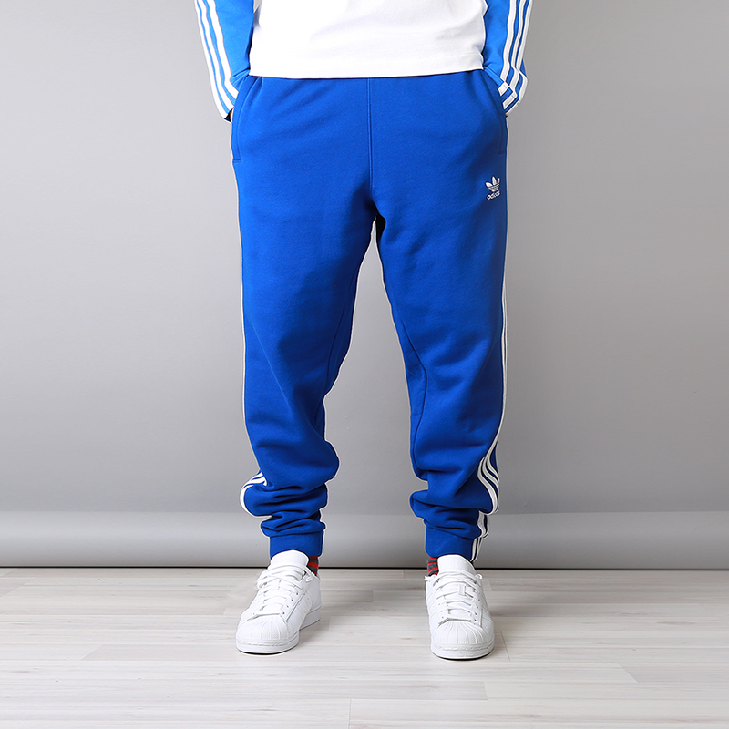 Брюки adidas 3-Stripes PantsБрюки и джинсы<br>100% хлопок<br><br>Цвет: Синий<br>Размеры UK: S;L;XL;2XL<br>Пол: Мужской