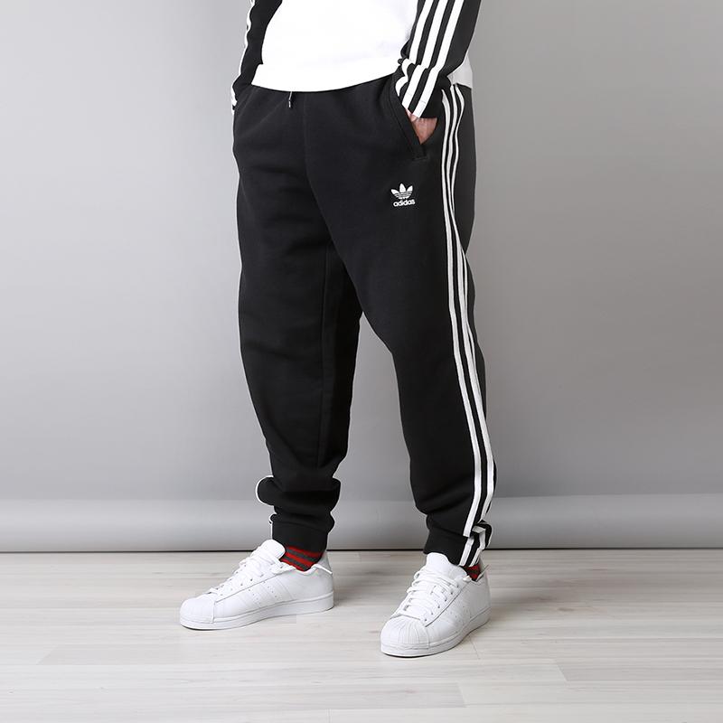 Брюки adidas 3-Stripes PantsБрюки и джинсы<br>100% хлопок<br><br>Цвет: Черный<br>Размеры UK: S;M;XL;2XL<br>Пол: Мужской