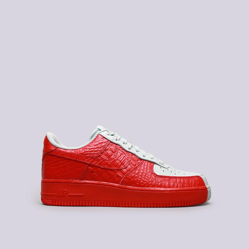Кроссовки Nike Air Force 1 07 PRMКроссовки lifestyle<br>Кожа, текстиль, резина<br><br>Цвет: Серый, красный<br>Размеры US: 8;8.5;9;9.5;10;10.5;11;11.5;12<br>Пол: Мужской