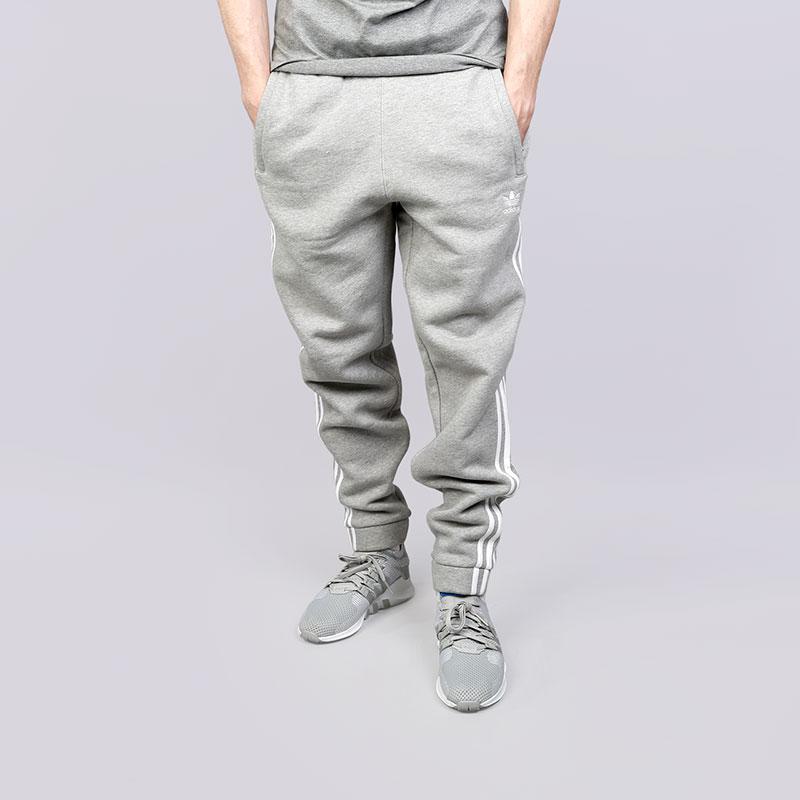 Брюки adidas 3-Stripes PantsБрюки и джинсы<br>Хлопок, эластан<br><br>Цвет: Серый<br>Размеры UK: 2XL;S;XL<br>Пол: Мужской