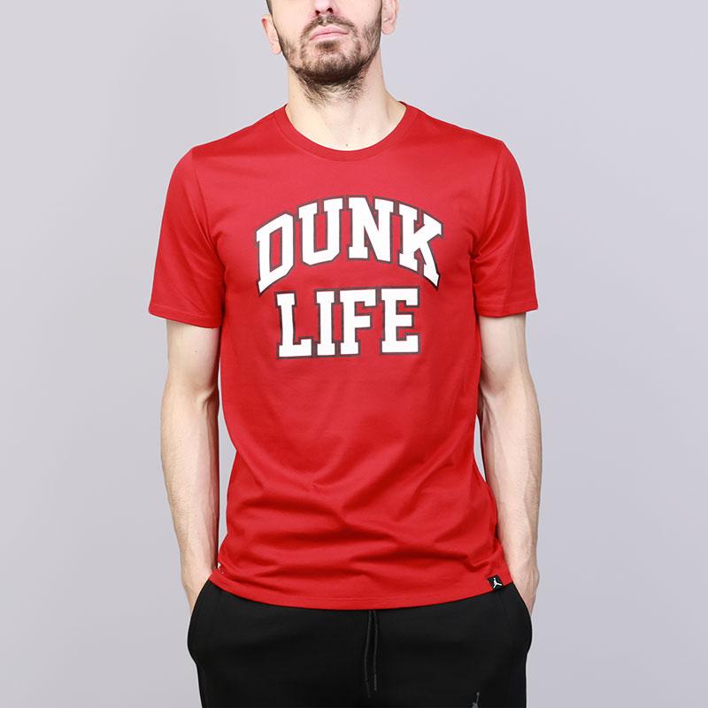 Футболка Jordan Rise Dunk Life BasketballФутболки<br>Хлопок, полиэстер<br><br>Цвет: Красный<br>Размеры US: S;M;L;XL;2XL<br>Пол: Мужской