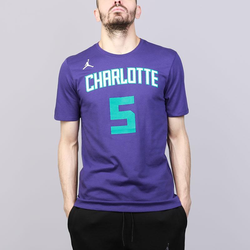 Футболка Jordan NBA Charlotte Hornets Nicolas BatumФутболки<br>Хлопок, полиэстер<br><br>Цвет: Фиолетовый<br>Размеры US: S;M;L;XL;2XL<br>Пол: Мужской
