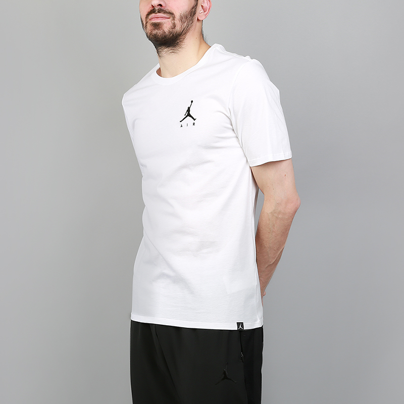 Футболка Jordan Jumpman Air Embroidered TeeФутболки<br>100% хлопок<br><br>Цвет: Белый<br>Размеры US: S;M;L;XL<br>Пол: Мужской