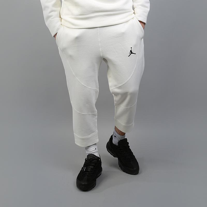 Брюки Jordan Wings 3/4 Fleece PantsБрюки и джинсы<br>73% хлопок, 18% вискоза, 9% полиэстер<br><br>Цвет: Бежевый<br>Размеры US: S;M;L;2XL<br>Пол: Мужской