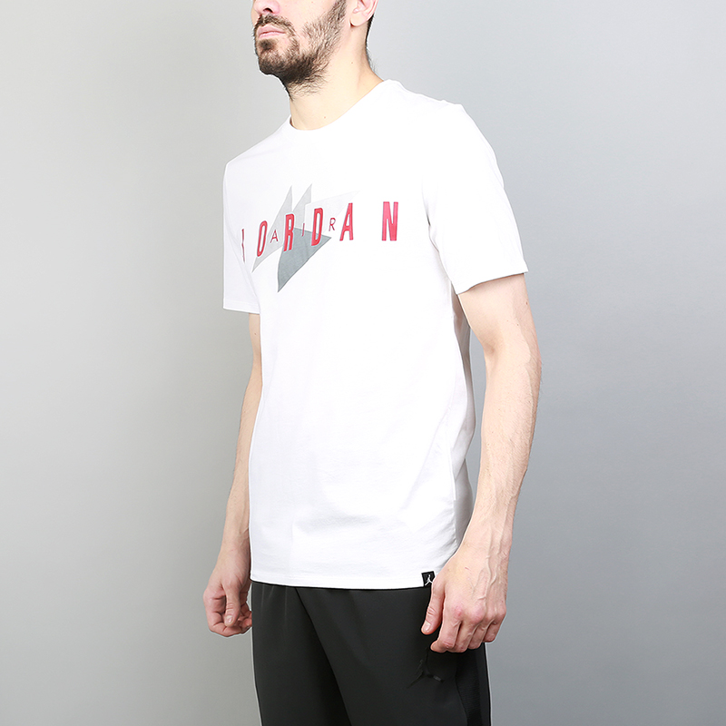 Футболка Jordan Brand 1 TeeФутболки<br>100% хлопок<br><br>Цвет: Белый<br>Размеры US: S;M;L;XL;2XL<br>Пол: Мужской
