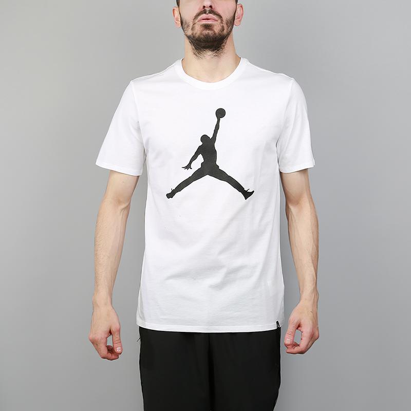 Футболка Jordan Sportswear Iconic JumpmanФутболки<br>100% хлопок<br><br>Цвет: Белый<br>Размеры US: S;M;L;XL;2XL<br>Пол: Мужской