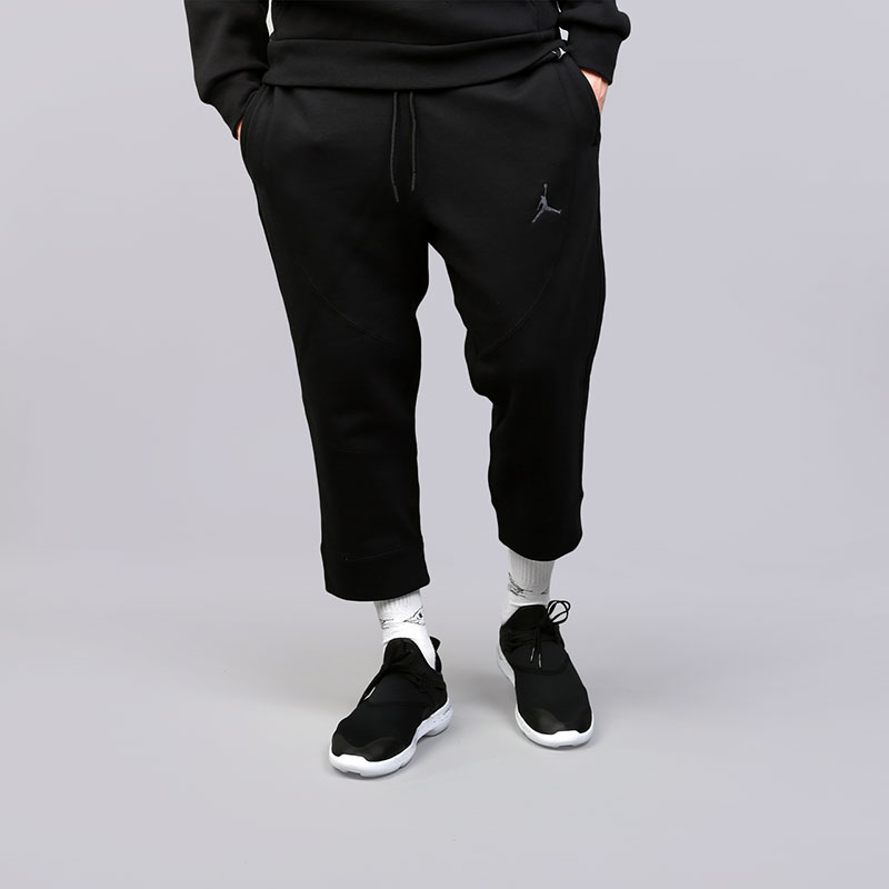 Брюки Jordan Sportswear Wings 3/4 FleeceБрюки и джинсы<br>Хлопок, вискоза, полиэстер<br><br>Цвет: Черный<br>Размеры US: S;M;L;XL;2XL<br>Пол: Мужской