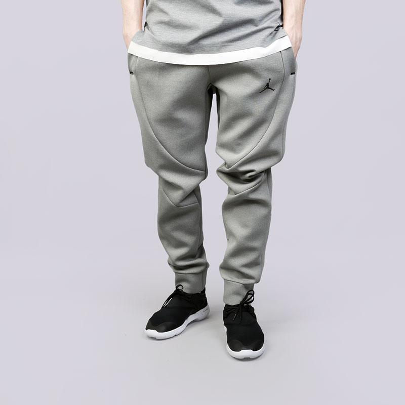 Брюки Jordan Sportswear Flight Tech PantsБрюки и джинсы<br>Полиэстер, эластан, хлопок<br><br>Цвет: Серый<br>Размеры US: S;XL;2XL<br>Пол: Мужской