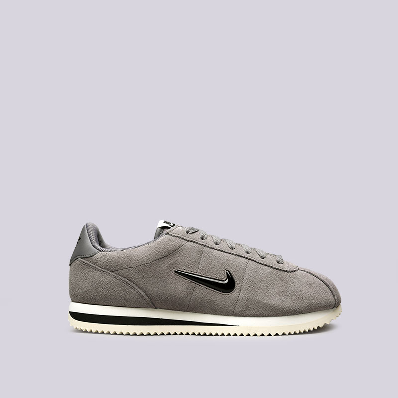 Кроссовки Nike Cortez Basic SEКроссовки lifestyle<br>Кожа, синтетика, текстиль, резина<br><br>Цвет: Серый<br>Размеры US: 11<br>Пол: Мужской