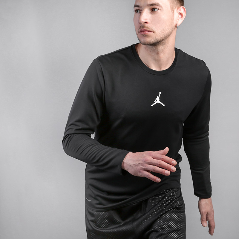 Лонгслив Jordan Ultimate Flight Long-Sleeve Basketball TopФутболки<br>100% полиэстер<br><br>Цвет: Черный<br>Размеры US: S;M;L;XL;2XL<br>Пол: Мужской