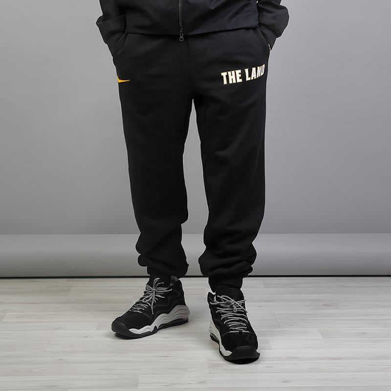 Брюки Nike Cleveland Cavaliers Nike City Edition NBA TrousersБрюки и джинсы<br>80% хлопок, 20% полиэстер<br><br>Цвет: Черный<br>Размеры US: S;M;L;XL;2XL<br>Пол: Мужской