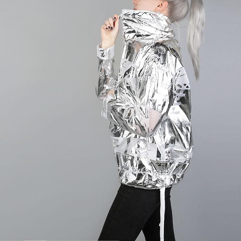 Куртка Nike Metallic Womens JacketКуртки, пуховики<br>100% нейлон<br><br>Цвет: Серебряный<br>Размеры US: XS<br>Пол: Женский