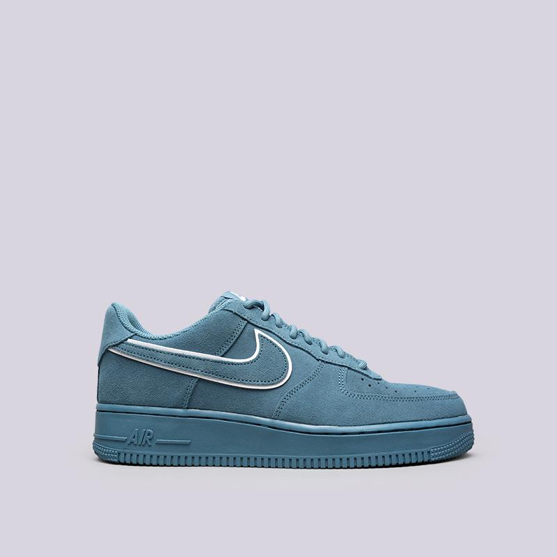 Кроссовки Nike Air Force 1 07 LV8 SuedeКроссовки lifestyle<br>Кожа, текстиль, резина<br><br>Цвет: Синий<br>Размеры US: 8<br>Пол: Мужской