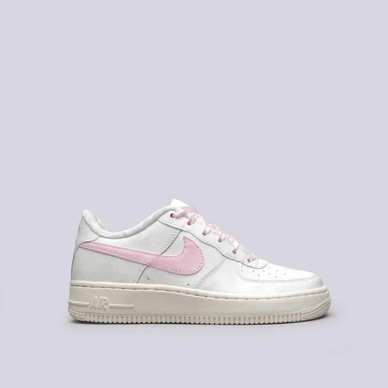 Кроссовки Nike Air Force 1 (GS)Кроссовки lifestyle<br>Кожа, синтетика, текстиль, резина<br><br>Цвет: Бежевый<br>Размеры US: 7Y<br>Пол: Женский