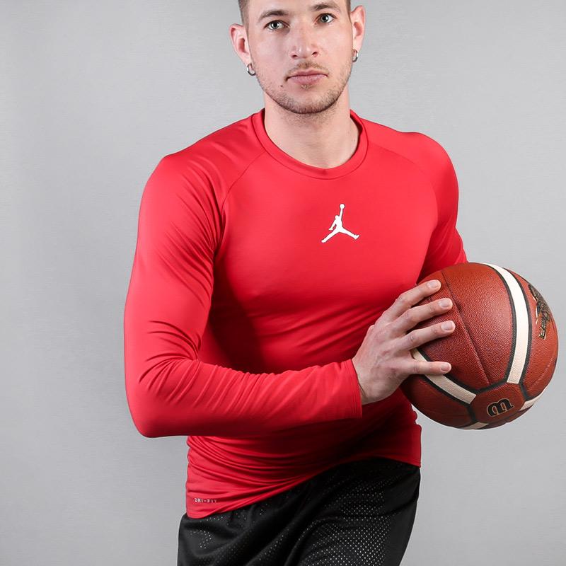 Футболка Jordan 23 AlphaФутболки<br>Полиэстер, эластан<br><br>Цвет: Красный<br>Размеры US: S;M;L;XL<br>Пол: Мужской