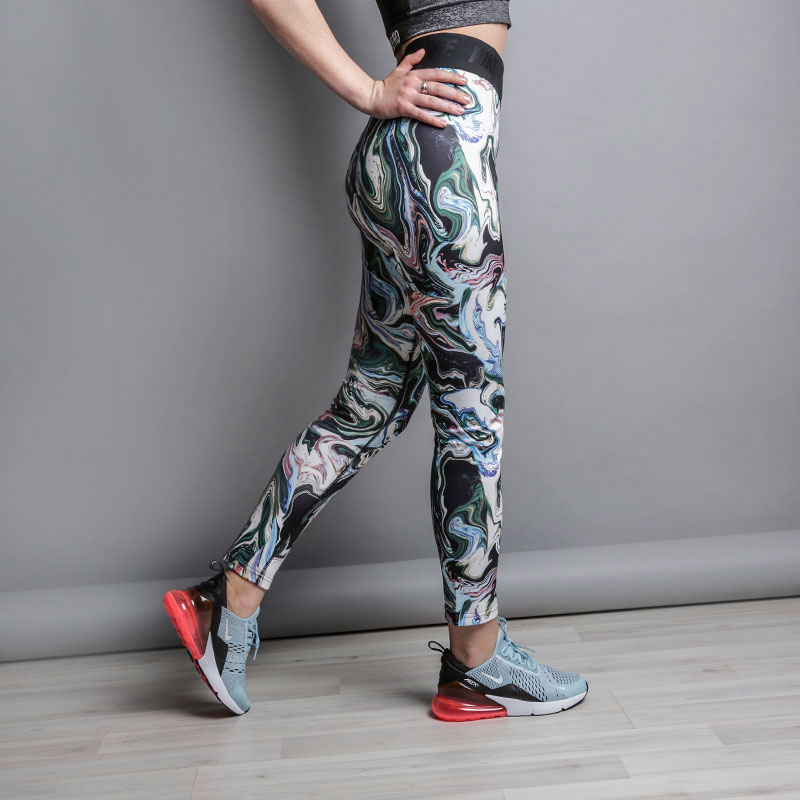 Леггинсы Nike Leg-A-See LeggingsБрюки и джинсы<br>50% хлопок, 38% полиэстер, 12% эластан<br><br>Цвет: Мультиколор<br>Размеры US: S;M;L<br>Пол: Женский