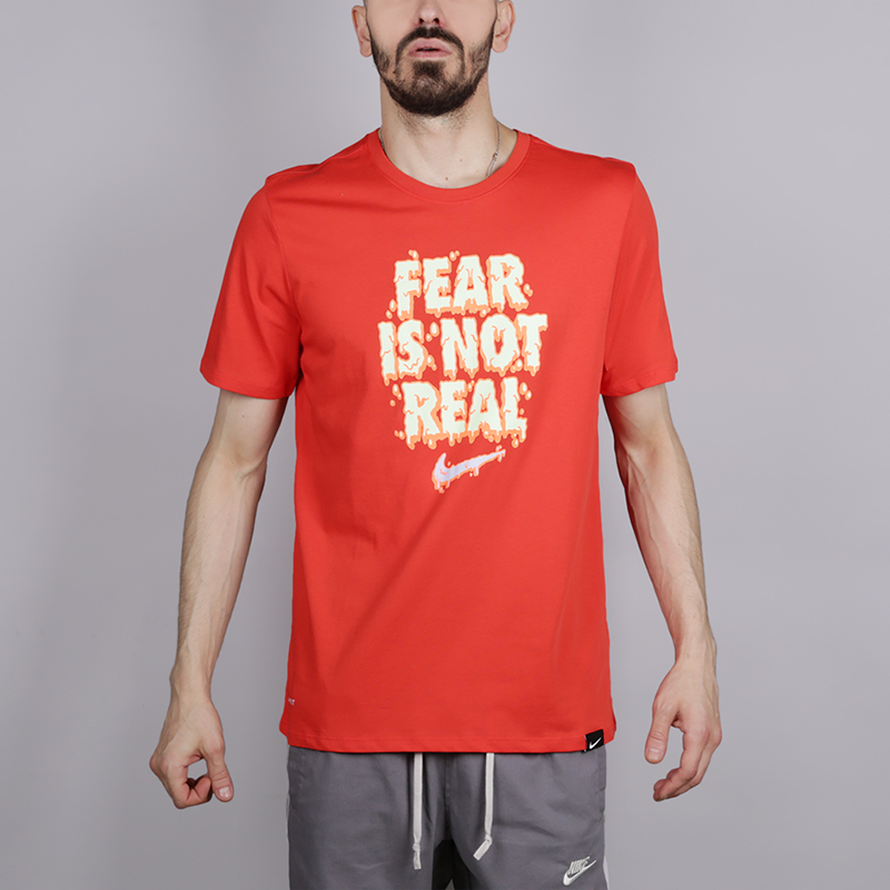 Футболка Nike Fear Is Not RealФутболки<br>Хлопок, полиестер<br><br>Цвет: Красный<br>Размеры US: 2XL;XL;L;M;S<br>Пол: Мужской